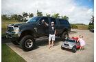 Surfer Robby Naish vor seinem Ford-Truck