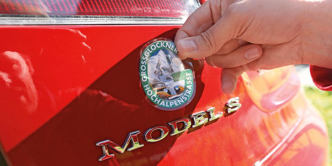 Tesla Model S, Aufkleber, Kofferraumklappe