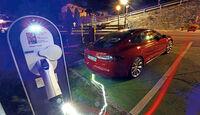 Tesla Model S, Schnellladestation
