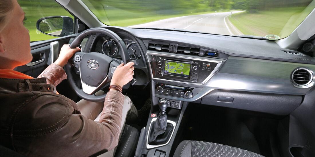 Toyota Auris 2.0 D-4D, Cockpit, Fahrersicht