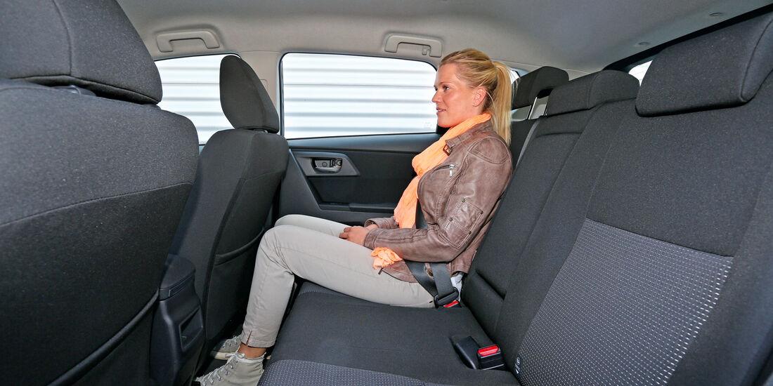 Toyota Auris 2.0 D-4D, Rücksitz, Beinfreiheit