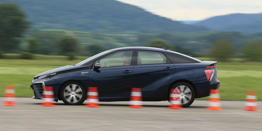 Toyota Mirai, Seitenansicht, Bremstest