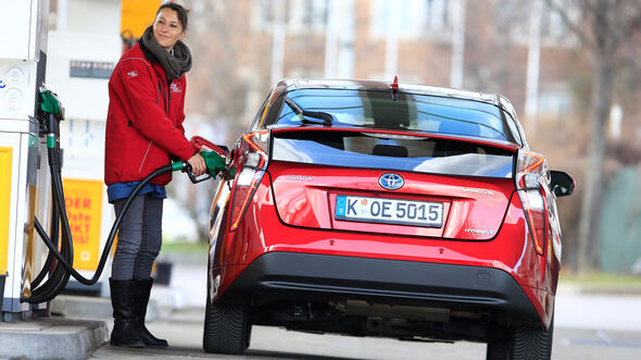 Toyota Prius, Heckansicht, Tanken