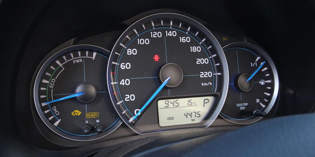 Toyota Yaris 1.5 VVT-i Hybrid Life, Rundinstrumente
