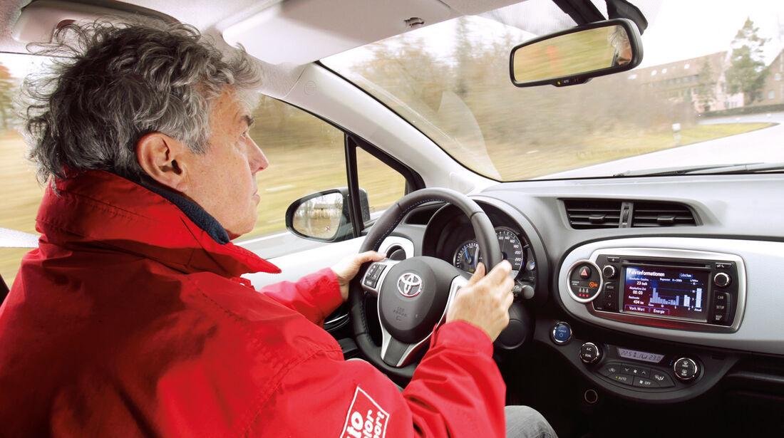 Toyota Yaris Hybrid, Cockpit