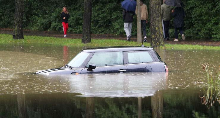 hochwasserschaden am auto wer zahlt die reparatur auto. Black Bedroom Furniture Sets. Home Design Ideas