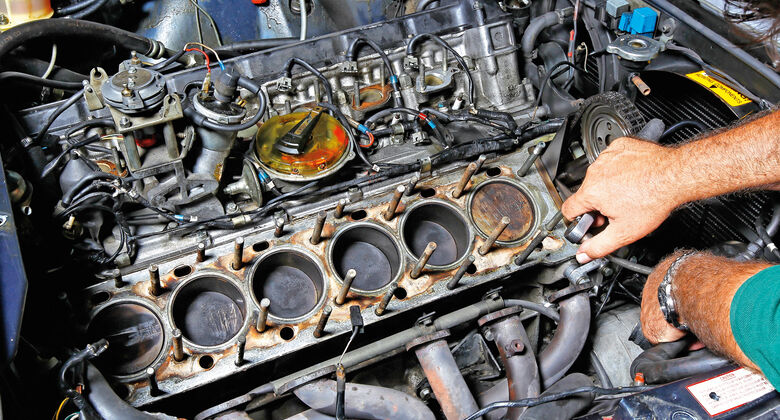 BMW 850i Heckansicht V12 Motor