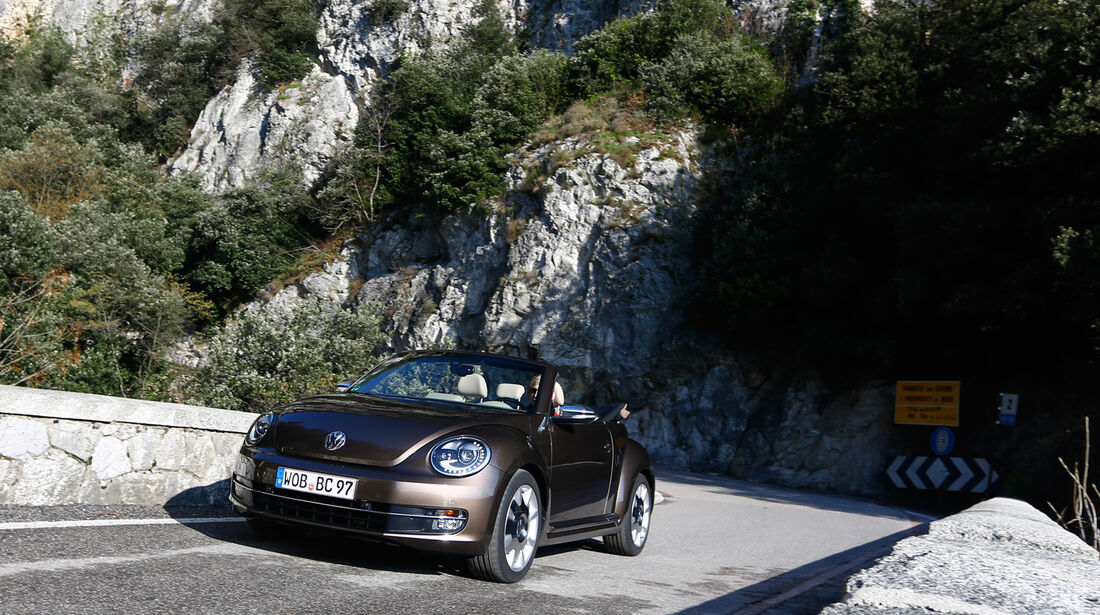 VW Beetle Cabrio 2.0 TDI, Frontansicht, Tunnel