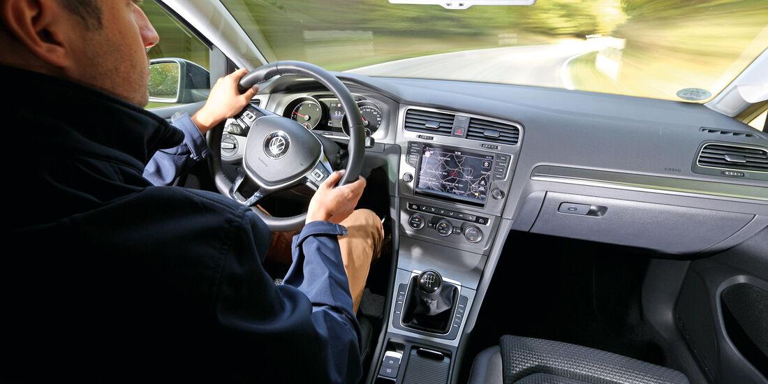 VW Golf 1.6 Blue TDI, Cockpit, Fahrersicht