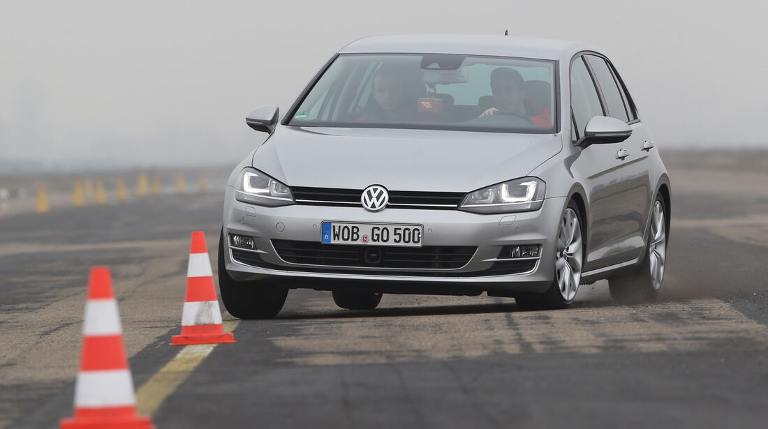 VW Golf, Frontansicht, Slalom