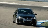 VW Golf V R32 01