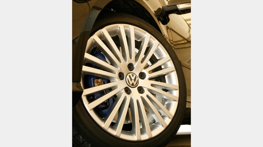 VW Golf V R32 10