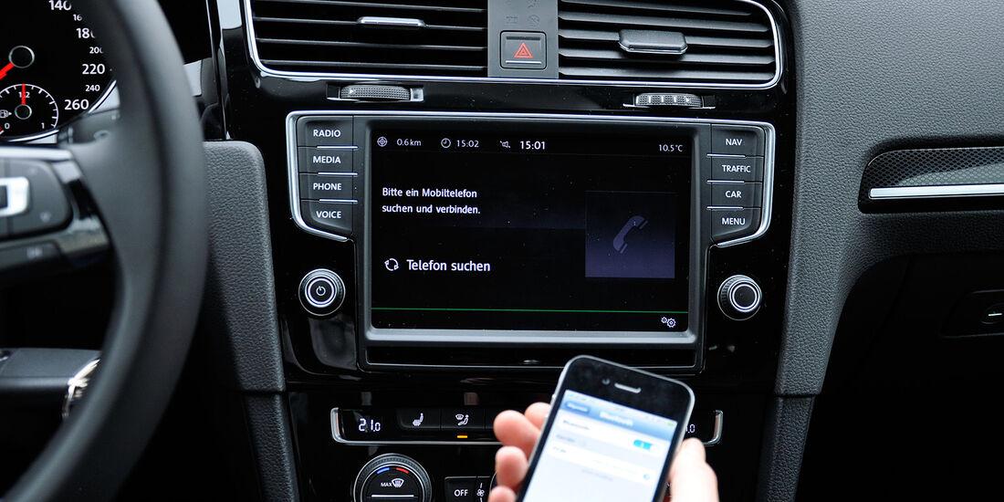 VW Golf VII, Innenraum, Infotainmentsystem, Telefon, Bluetooth