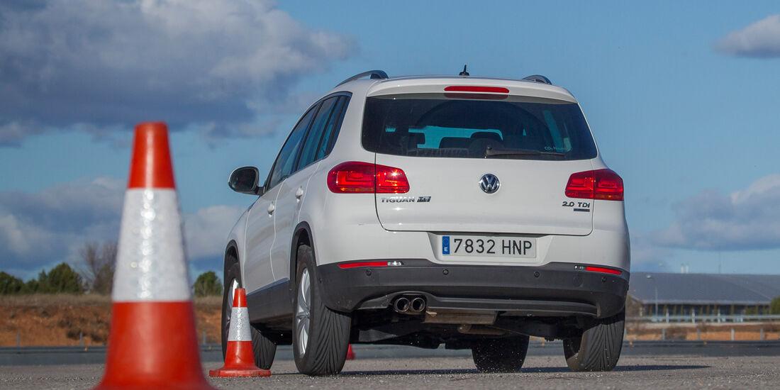 VW Tiguan 2.0 TDI, Heckansicht, Slalom