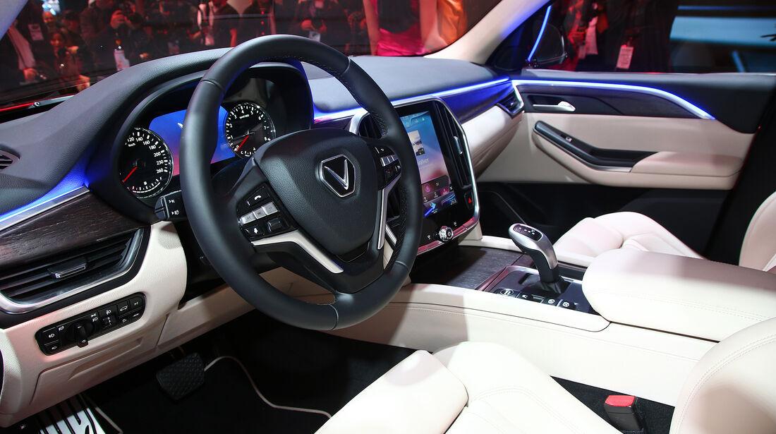 VinFast Lux SA2.0, Paris 2018