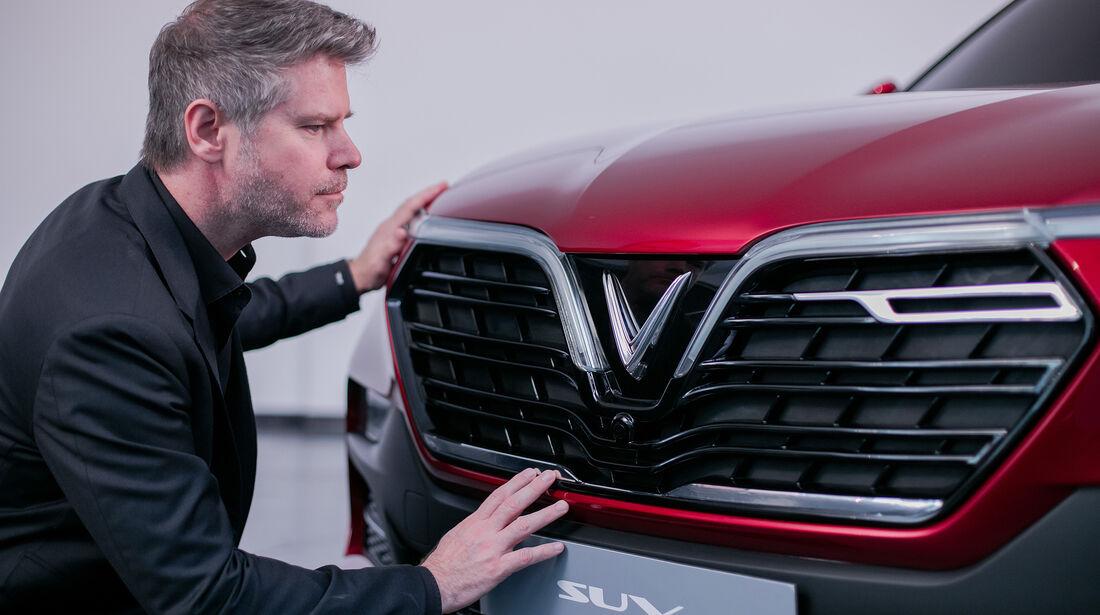 VinFast SUV, David Lyon
