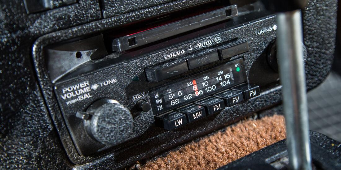 Volvo 245, Radio