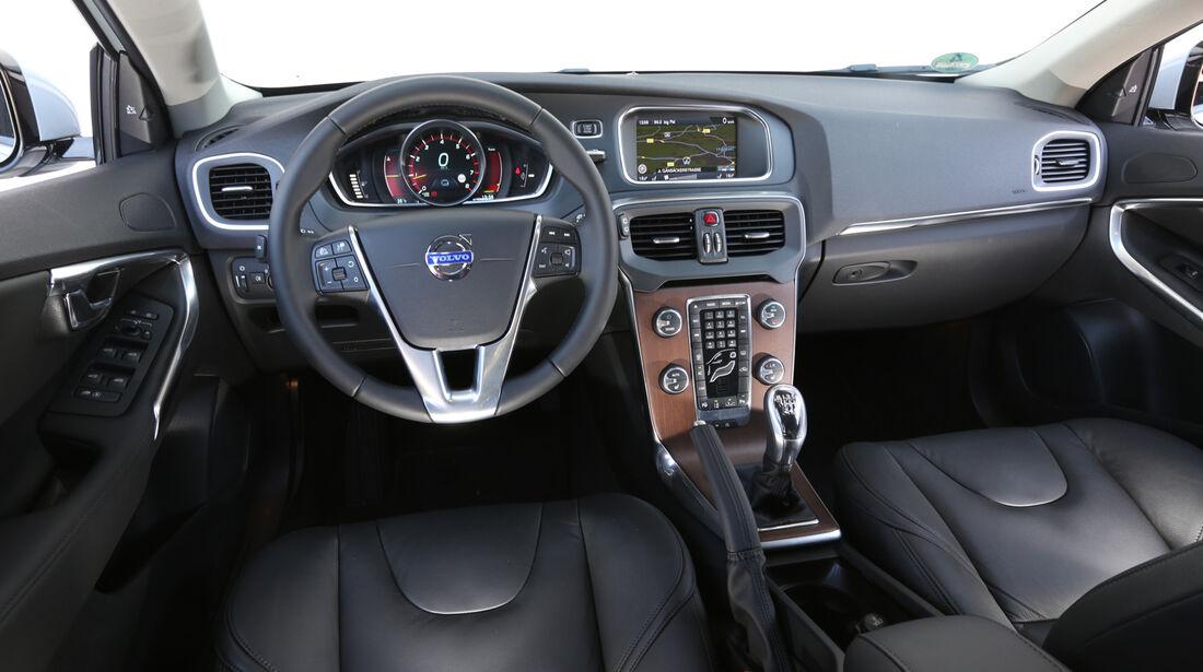 Volvo V40 T2, Cockpit