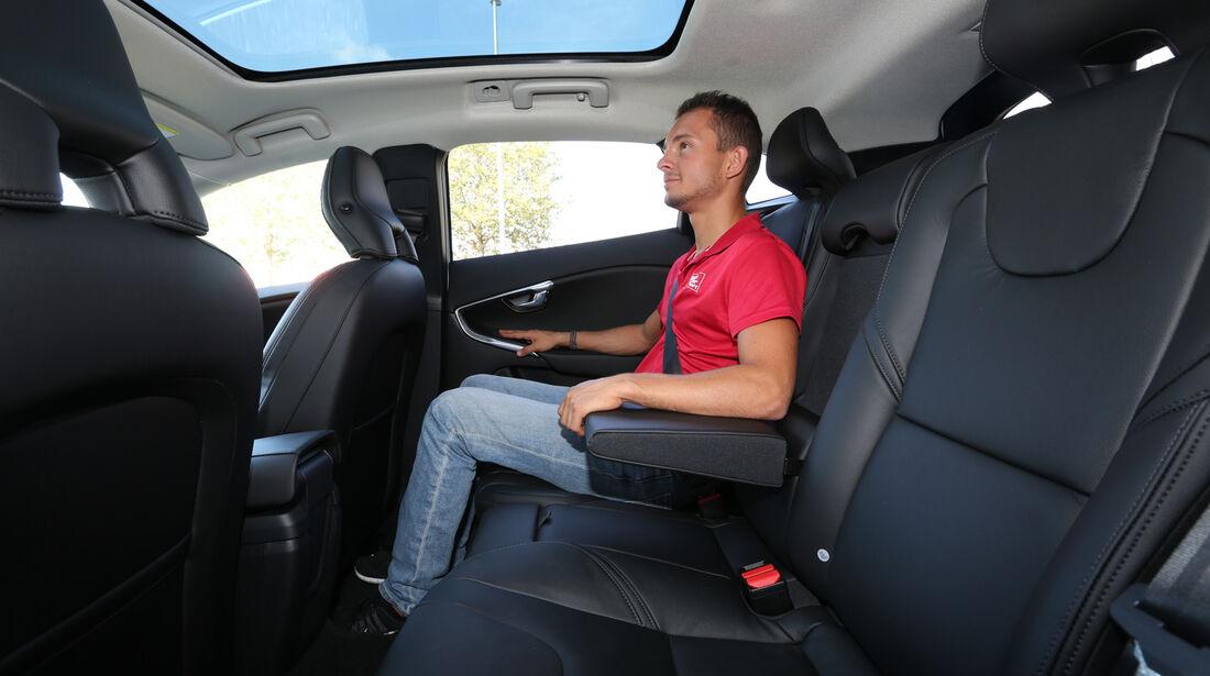 Volvo V40 T2, Rücksitz, Beinfreiheit