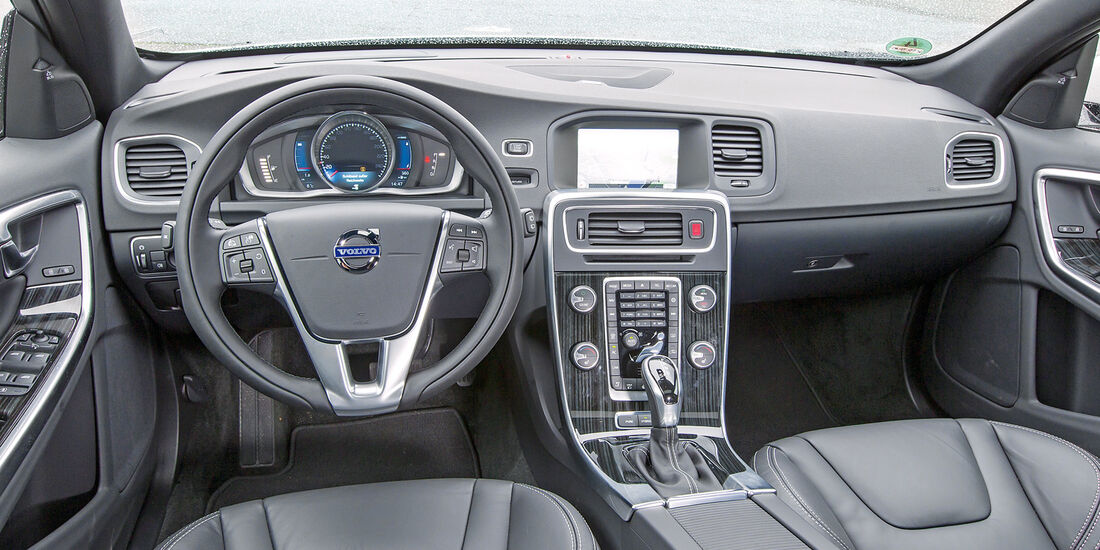 Volvo V60 D6, Cockpit
