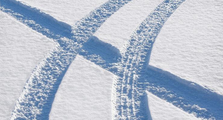 Winterreifen, Spuren, Schnee